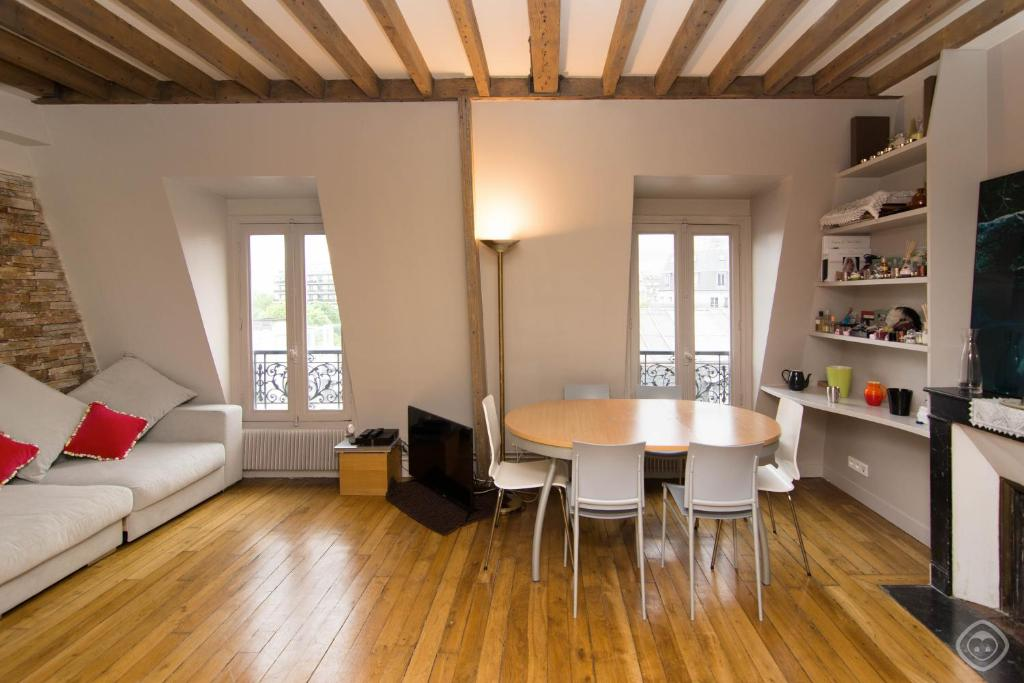 Porte maillot apartment paris france for All paris apartments