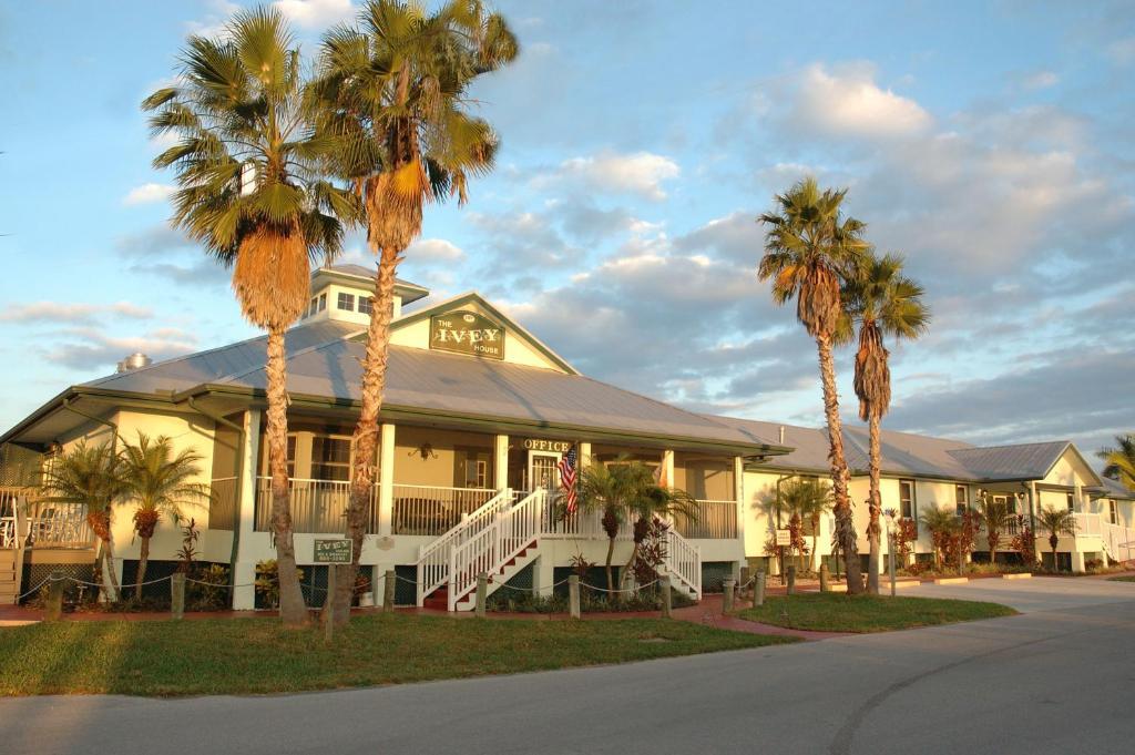 Ivey Hotel Everglades City