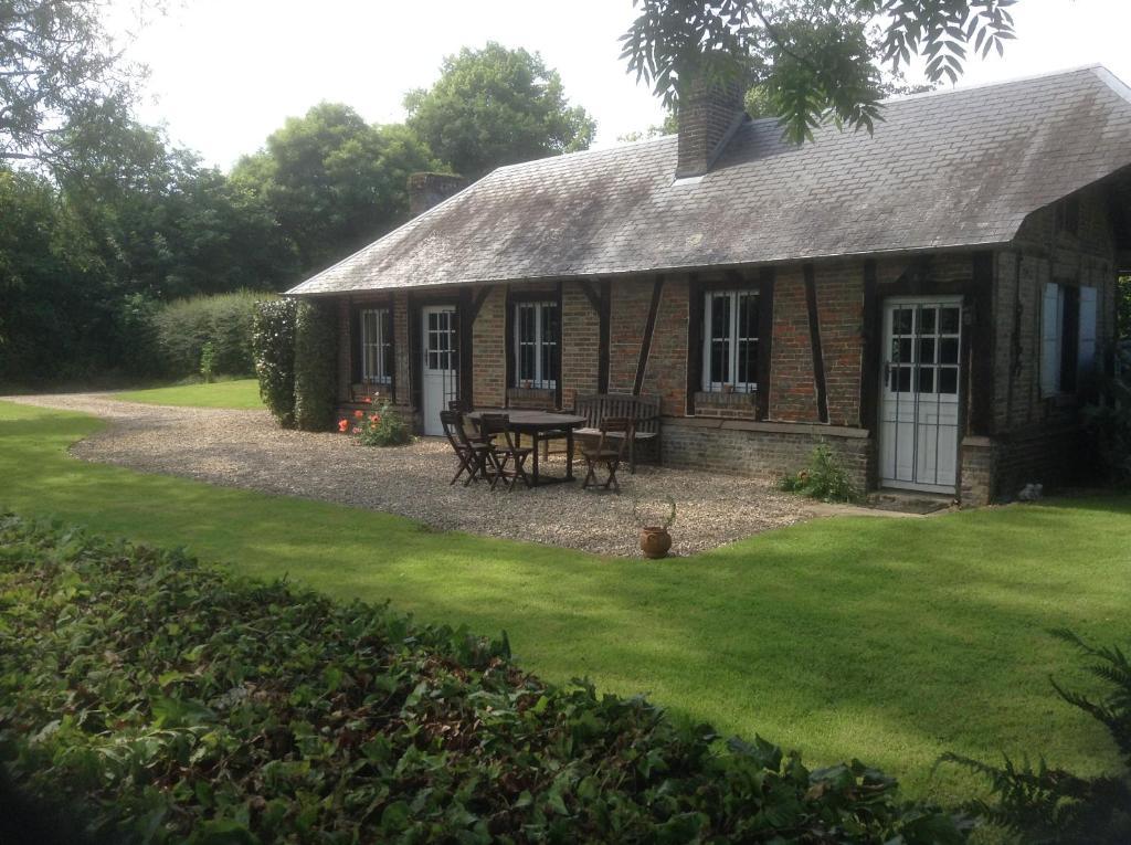 Casa de vacaciones charmante petite maison dans le jardin - Petite maison de jardin ...