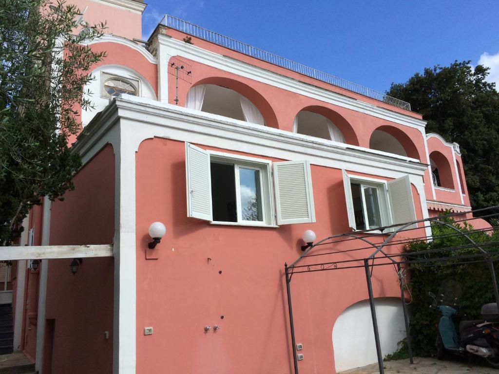 Capri villa bismarck italy for Capri villa