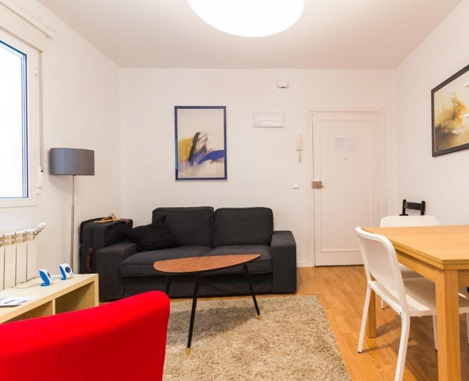 Apartment calle cea berm dez iv madrid espa a for Direccion madrid espana