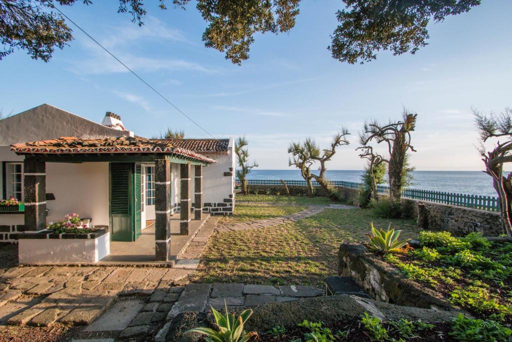 ferienhaus oceanfront casa do mirante portugal ponta delgada. Black Bedroom Furniture Sets. Home Design Ideas