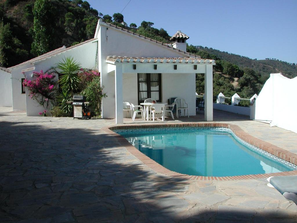 Villa Las Cerezas (España Casares) - Booking.com