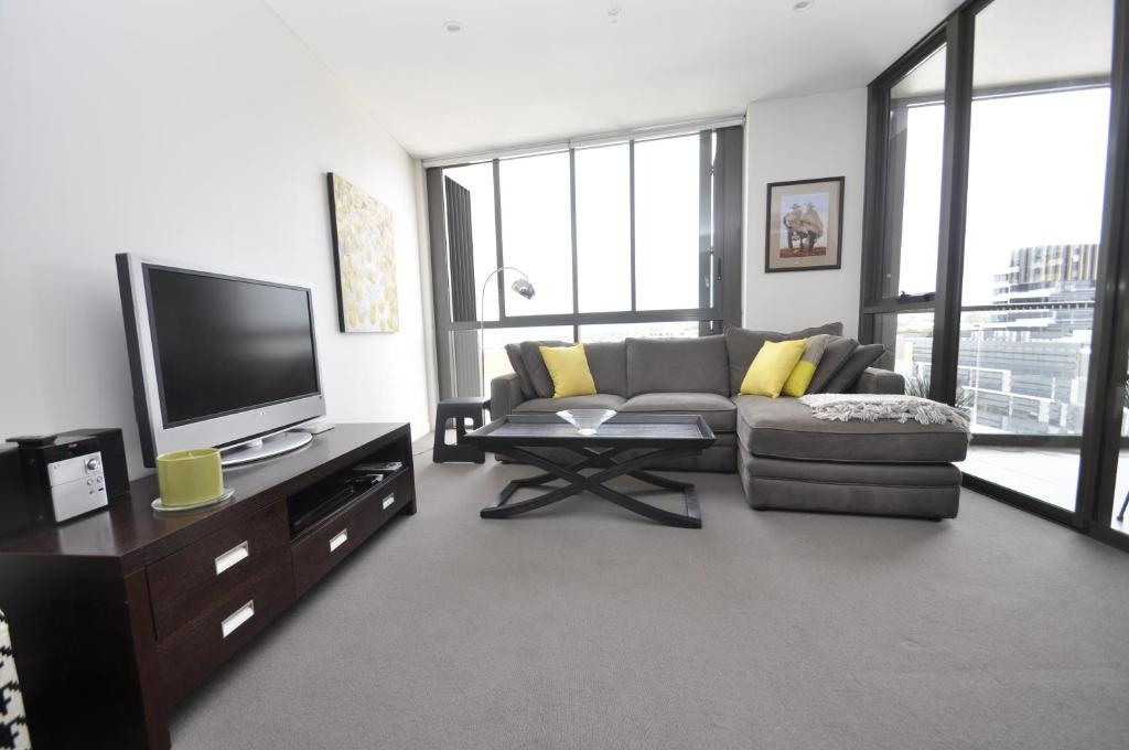 Waterloo self contained modern one bedroom apartment for Modern 1 bedroom apartments