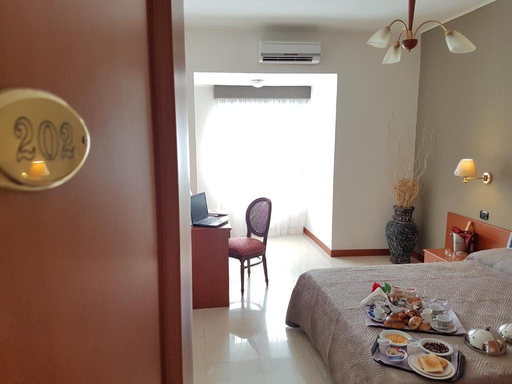 Hotel Joy (Italia Castel Volturno) - Booking.com