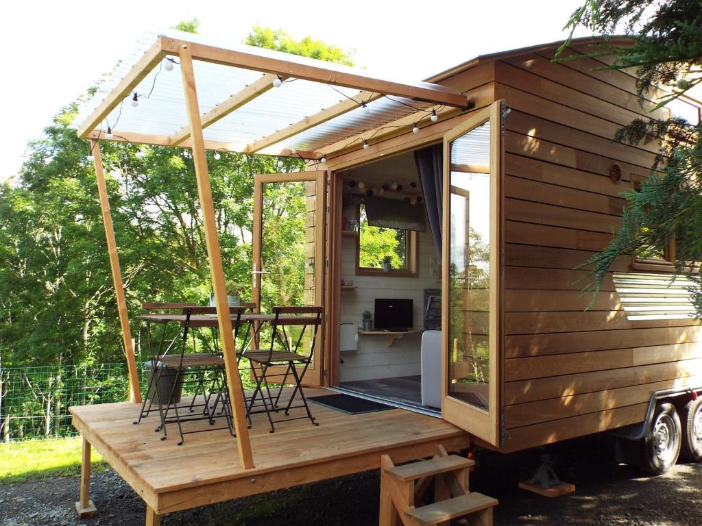 casa de vacaciones tiny house les vall es francia saint quentin sur le homme. Black Bedroom Furniture Sets. Home Design Ideas