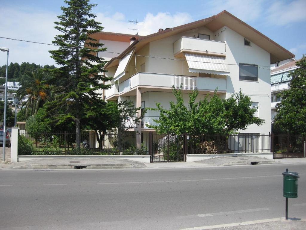 Casa de vacaciones casa ferretti italia montesilvano for Booking casas