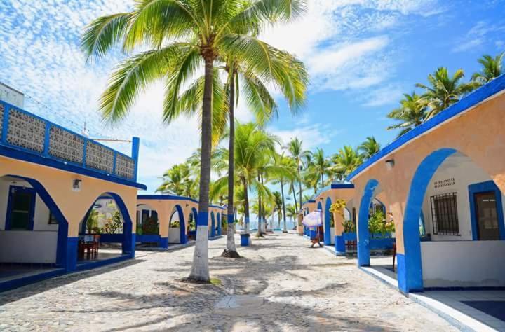 Bungalows azteca san patricio melaque mexico for Central de reservation hotel