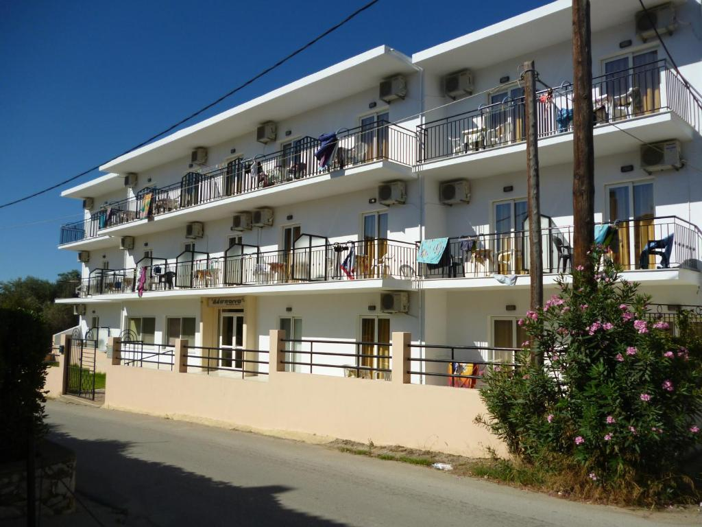 Condo hotel despoina skiathos town greece for Skiathos town hotels