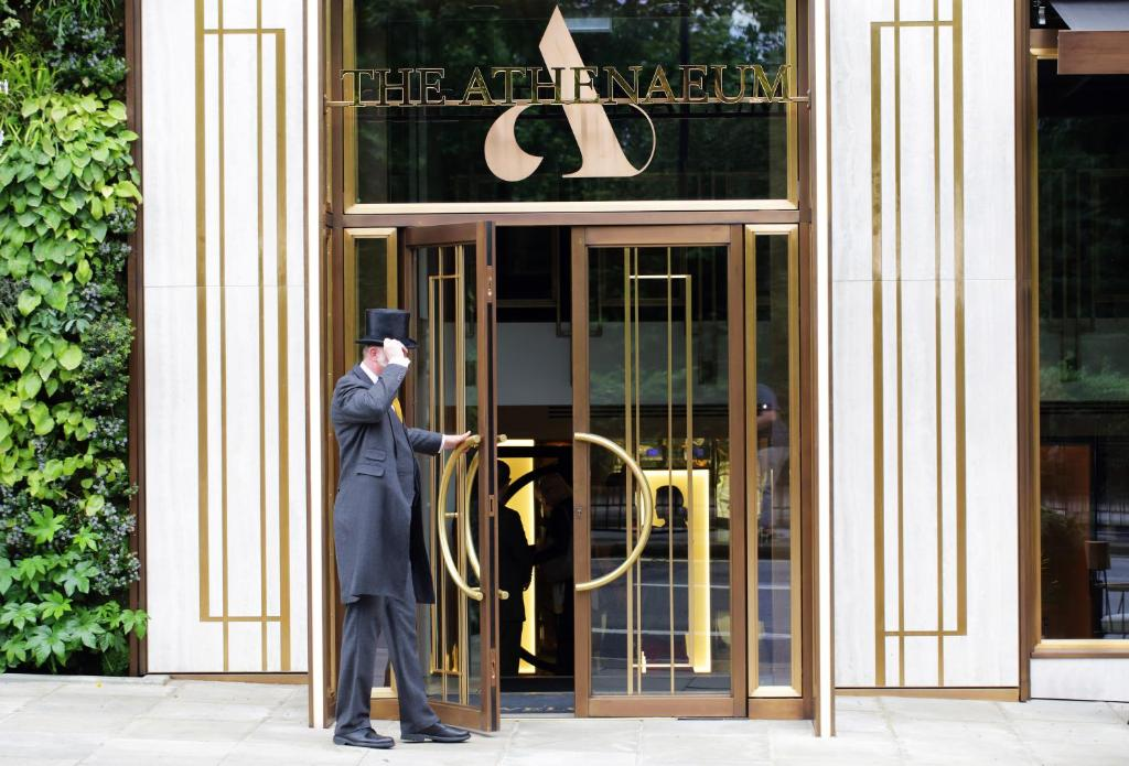 A fachada ou entrada em The Athenaeum Hotel & Residences