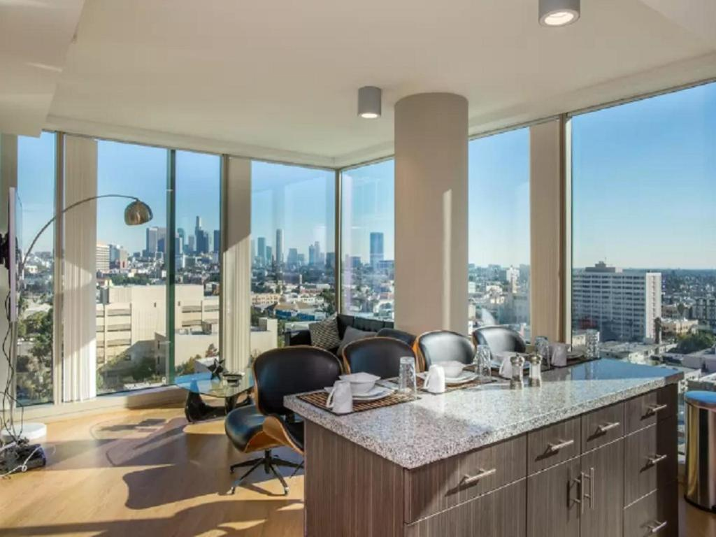 apartamento mid wilshire 2bd 2ba luxe highrise eua los angeles. Black Bedroom Furniture Sets. Home Design Ideas