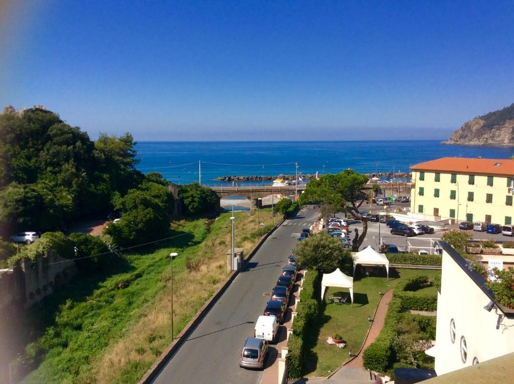 Hotel residence paradiso moneglia italy for Reservation hotel italie
