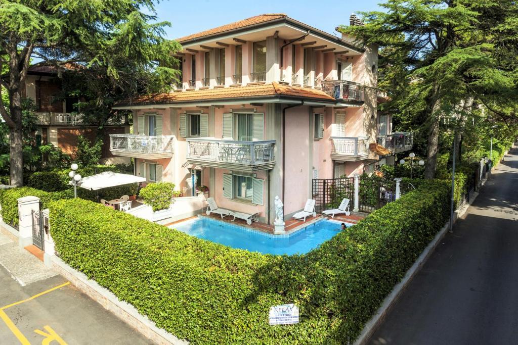 Residence villa lidia italia riccione - Residence riccione con piscina ...
