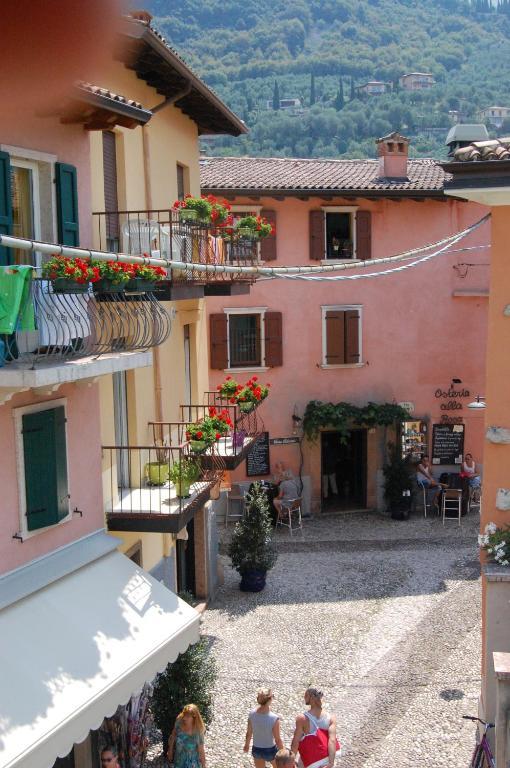 Casella's Apartments