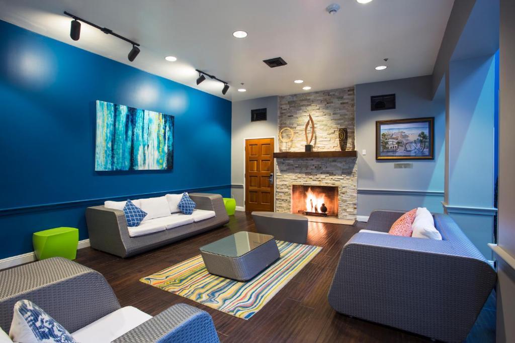 Khu vực lounge/bar tại HI Los Angeles - Santa Monica Hostel