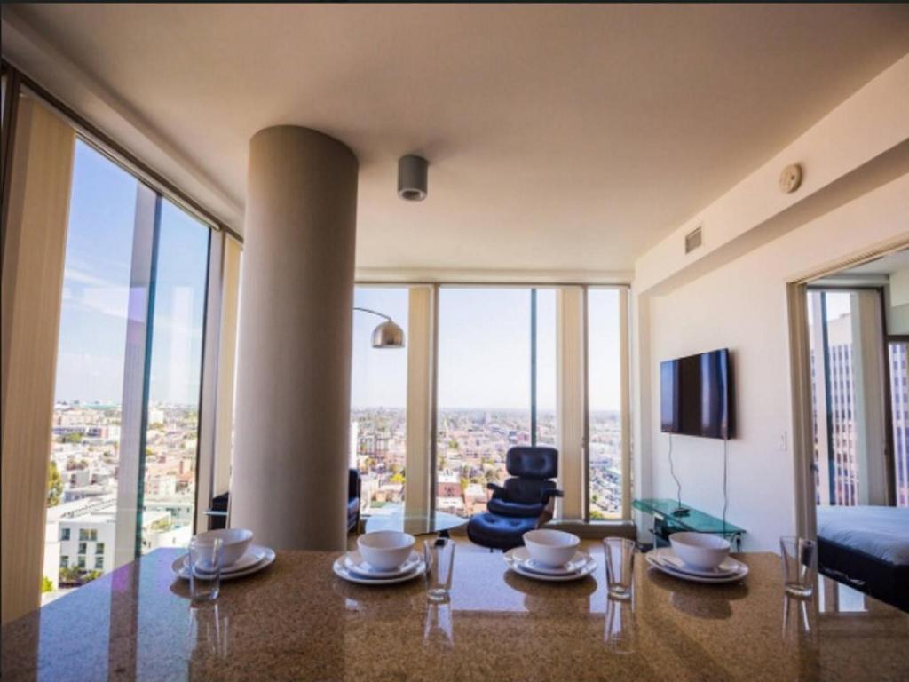 apartamento k town modern highrise 2br skyline view eua los angeles. Black Bedroom Furniture Sets. Home Design Ideas