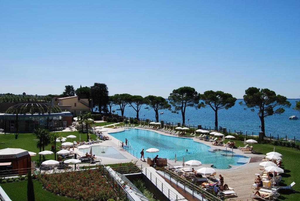 منظر المسبح في فندق كورته فاليير او بالجوار