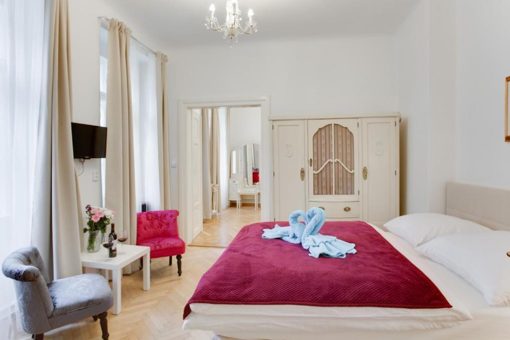 Cama ou camas em um quarto em Prague Siesta Apartments