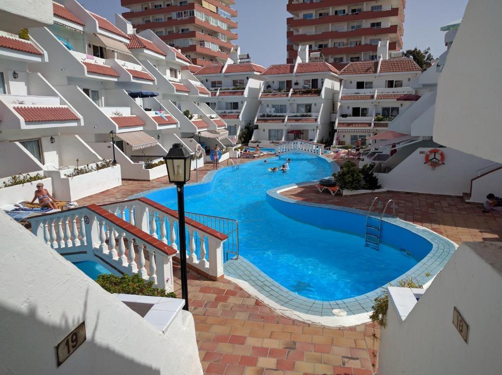 Apartamentos las floritas playa de las americas spain - Apartamentos baratos playa de las americas ...