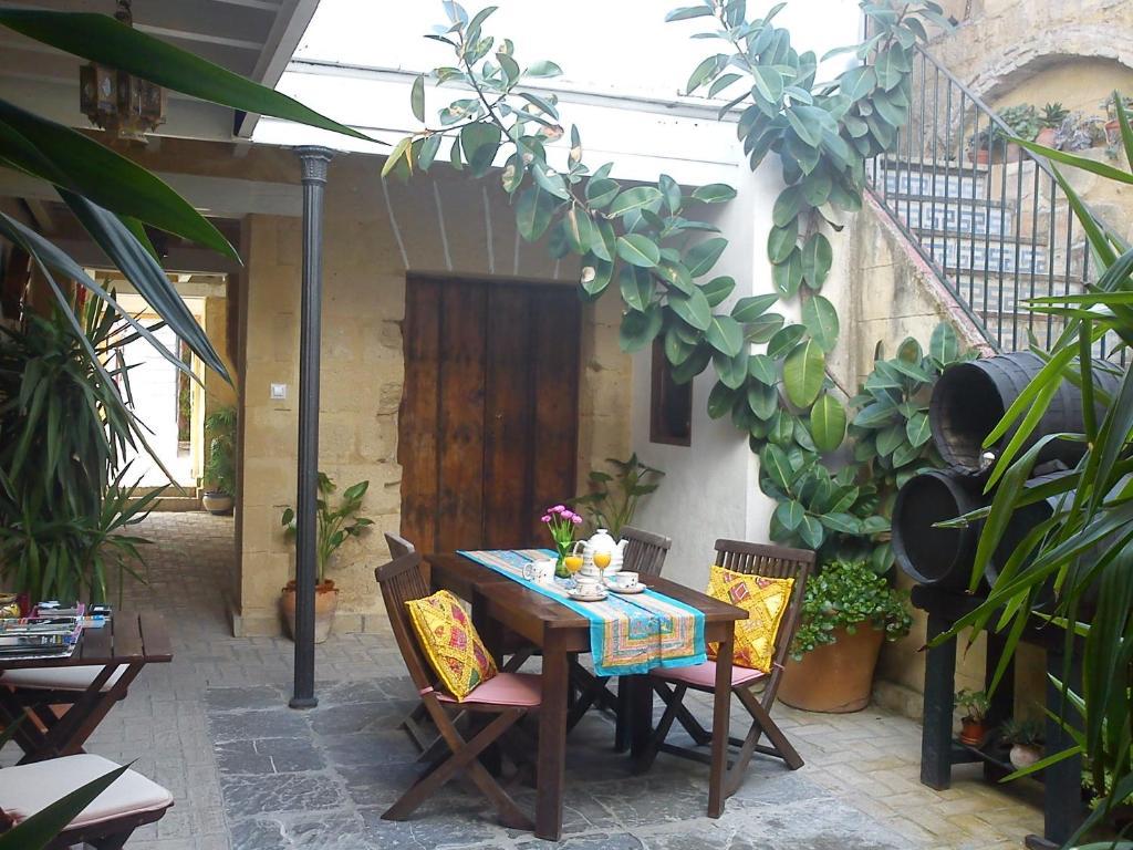Best deals for apartment aptel patio andaluz jerez de la - Patios andaluces decoracion ...