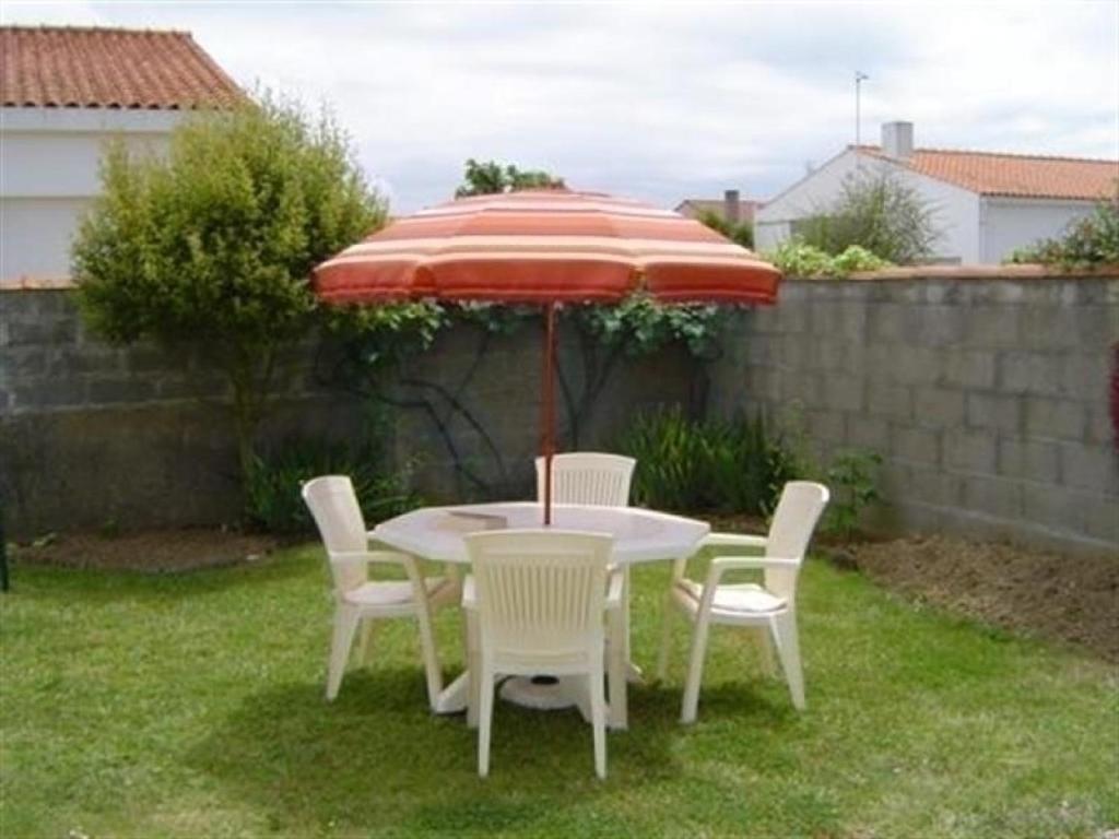 Villa rue croix blanche avec jardin clos ch teau d olonne for Hotel villa jardin tultitlan