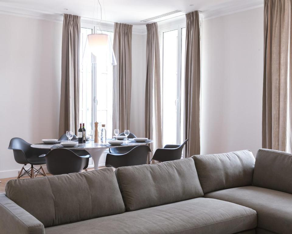 Appartement t4 cours de l 39 intendance bordeaux france for Appartement bordeaux cours de l intendance