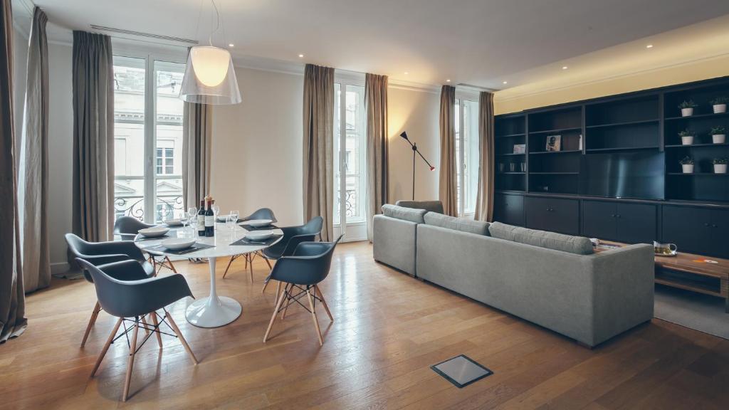 appartement t4 cours de l 39 intendance bordeaux france. Black Bedroom Furniture Sets. Home Design Ideas