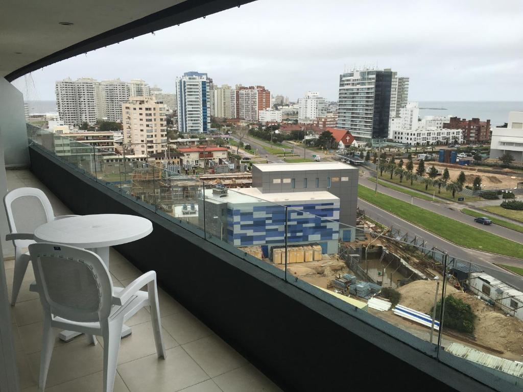 Apartamento torre del mar avenida francia uruguai punta del este - Apartamentos avenida ...