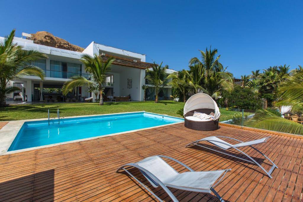 Villa casa rosa del mar per m ncora for Villa de casas
