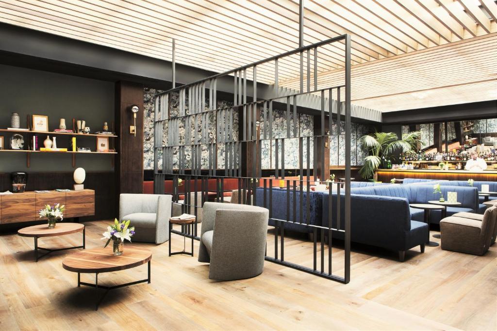 O lounge ou bar de TÓTEM Madrid