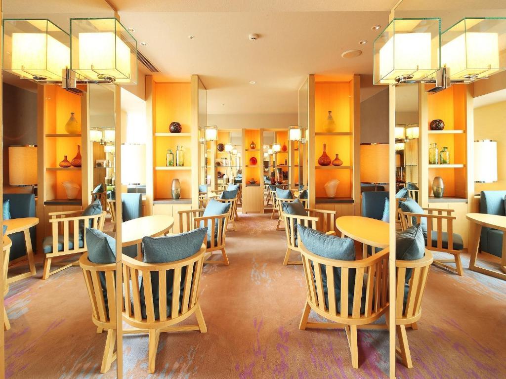 Un restaurant u otro lugar para comer en Grand Prince Hotel Hiroshima