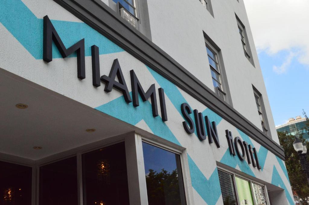 A fachada ou entrada em Miami Sun Hotel - Downtown/Port of Miami