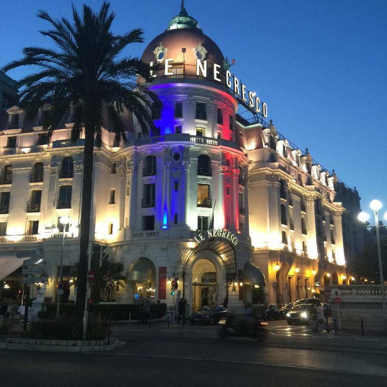 Apartment la promenade des anglais nice france for Site anglais reservation hotel