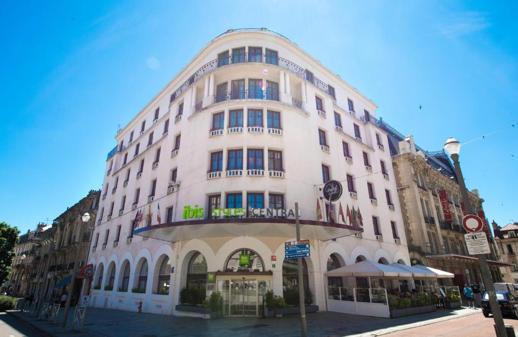 Hotel ibis styles dijon central frankreich dijon for Central de reservation hotel