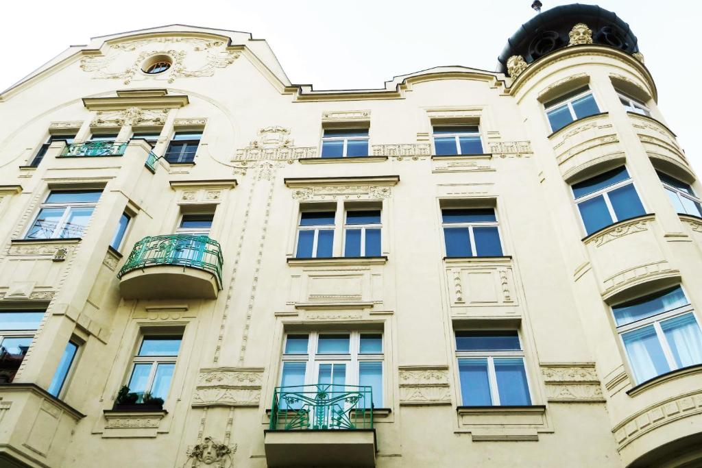 Old town square superior apartments valentin prague for Hotels in prague old town
