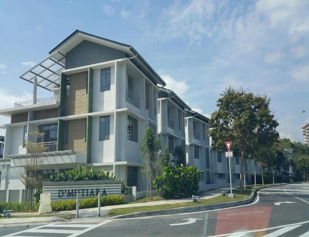 AMJ Putrajaya Homestay (Lake View)