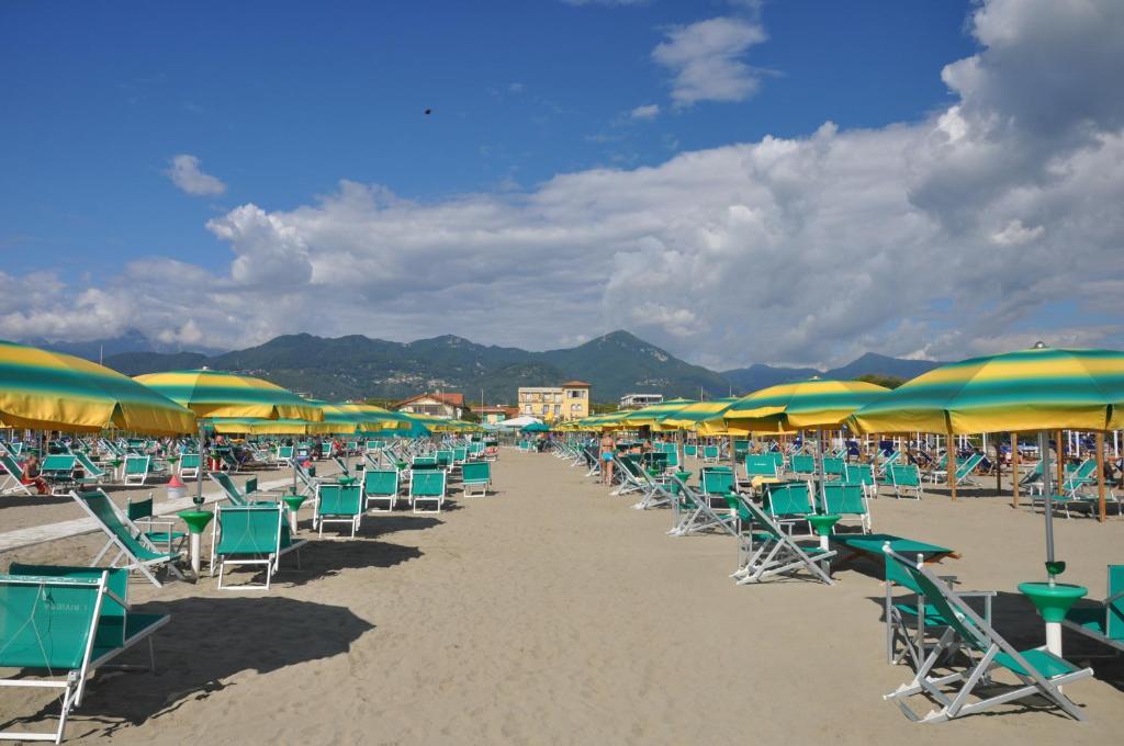 Holiday apartments fiumetto italia marina di pietrasanta - Bagno roma fiumetto ...