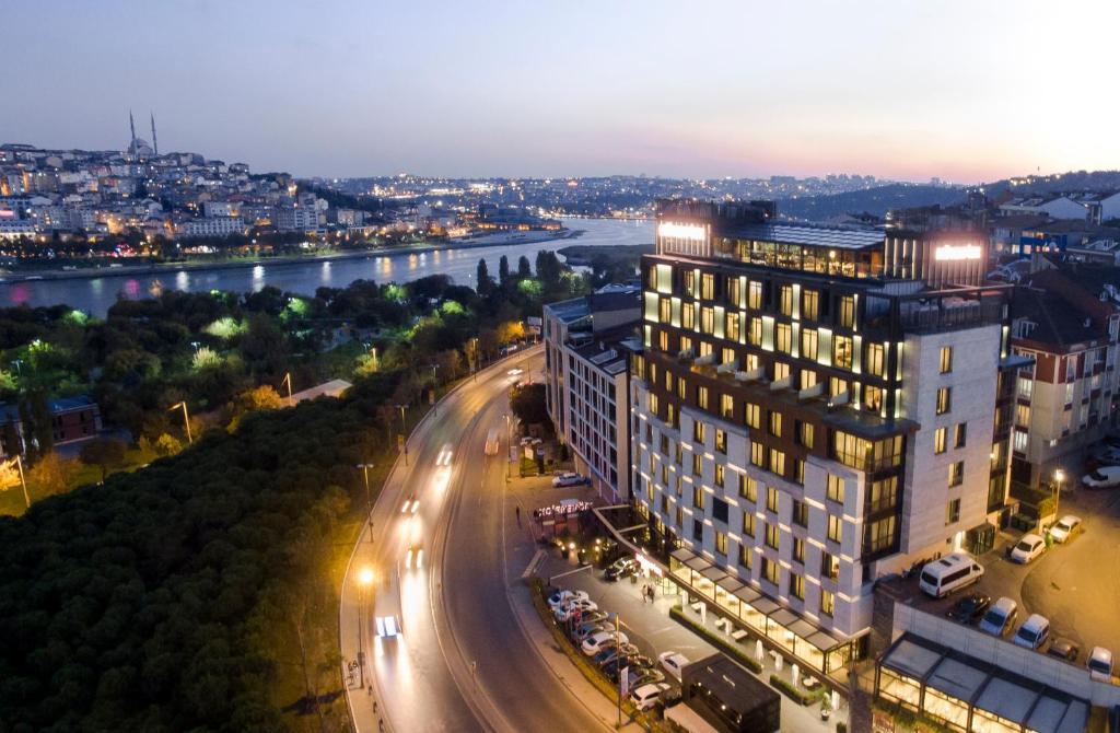 منظر فندق موڤنبيك القرن الذهبي - إسطنبول من الأعلى