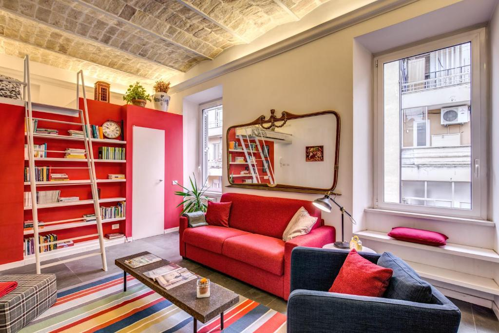 Apartment aweshome colosseo red design rome italy for Apartment design rome
