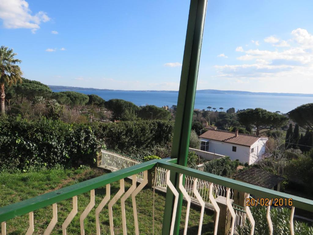 Casa vacanze casa nel verde sul lago italia trevignano for Planimetrie della piccola casa sul lago