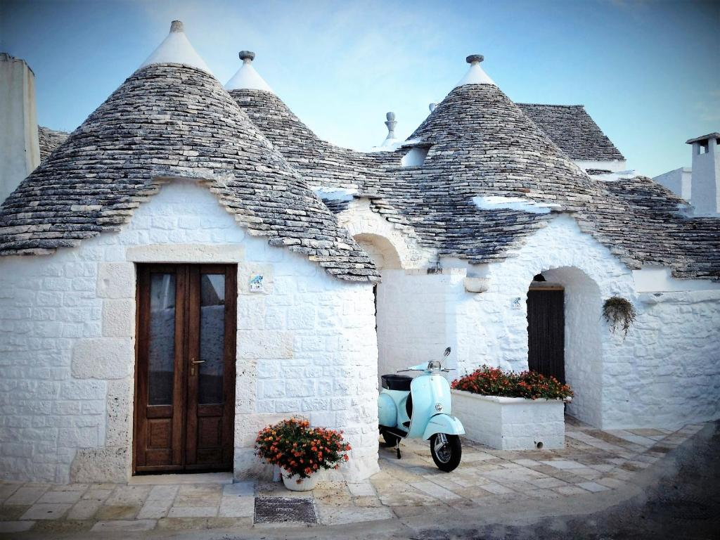 trulli holiday resort alberobello italy. Black Bedroom Furniture Sets. Home Design Ideas