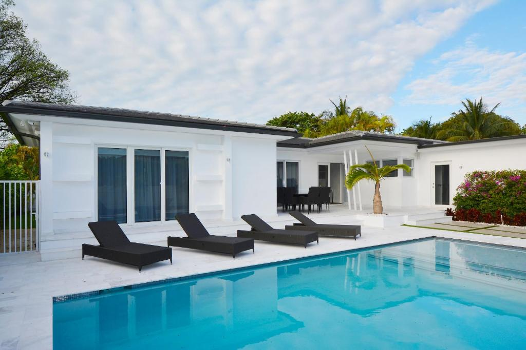 Pool House Interior Designs Congoswimorg