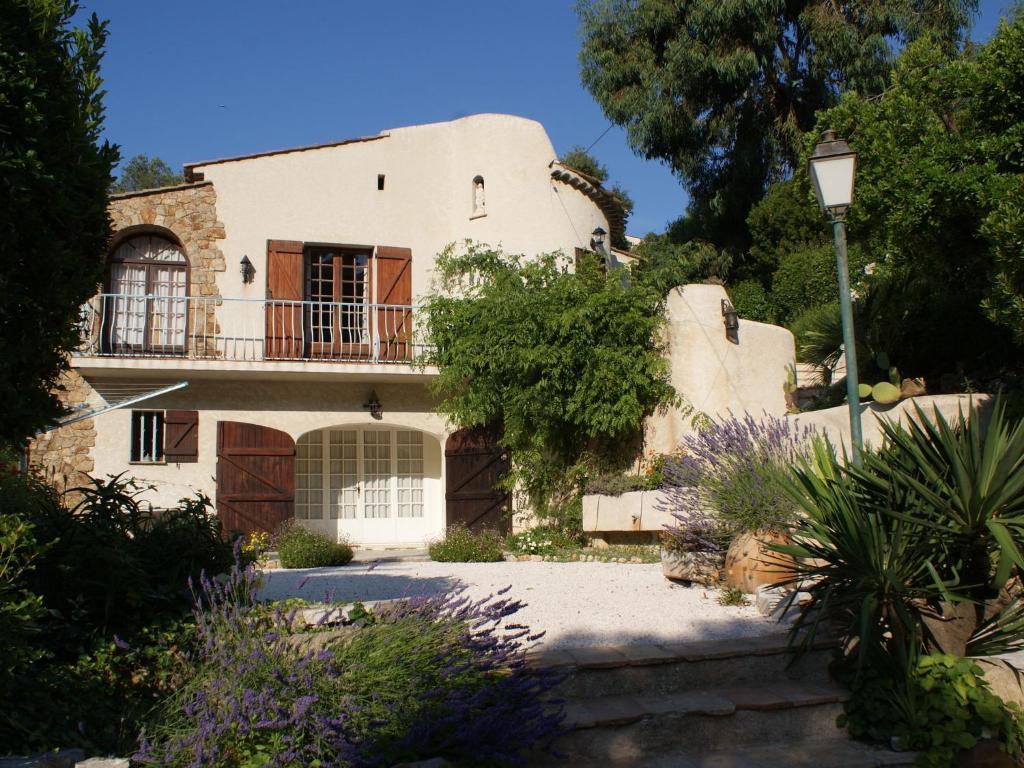 best deals for holiday home les issambres france. Black Bedroom Furniture Sets. Home Design Ideas