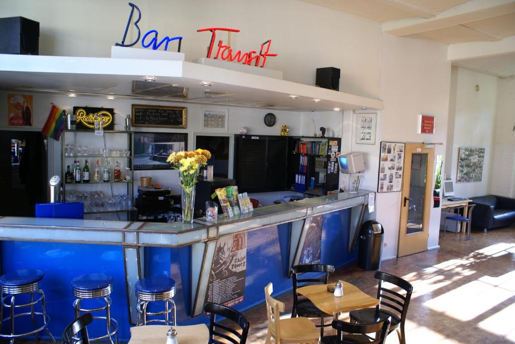 O lounge ou bar de Hotel Transit