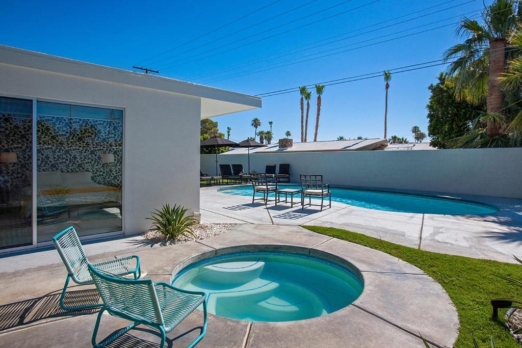 villa moda 112105 20234 palm springs ca. Black Bedroom Furniture Sets. Home Design Ideas