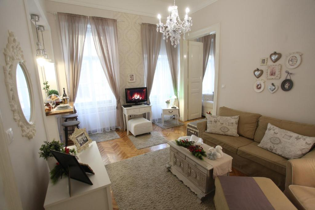 Vintage apartment at basilica budapest hungary for Vintage apartments