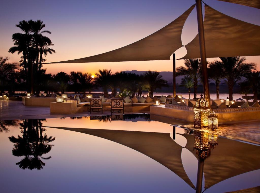 A piscina localizada em Hilton Luxor Resort & Spa ou nos arredores
