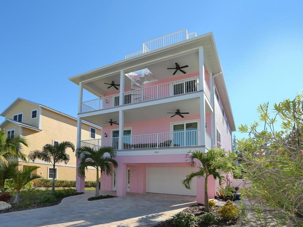 Vacation Home Pink Palm, Anna Maria, FL - Booking.com