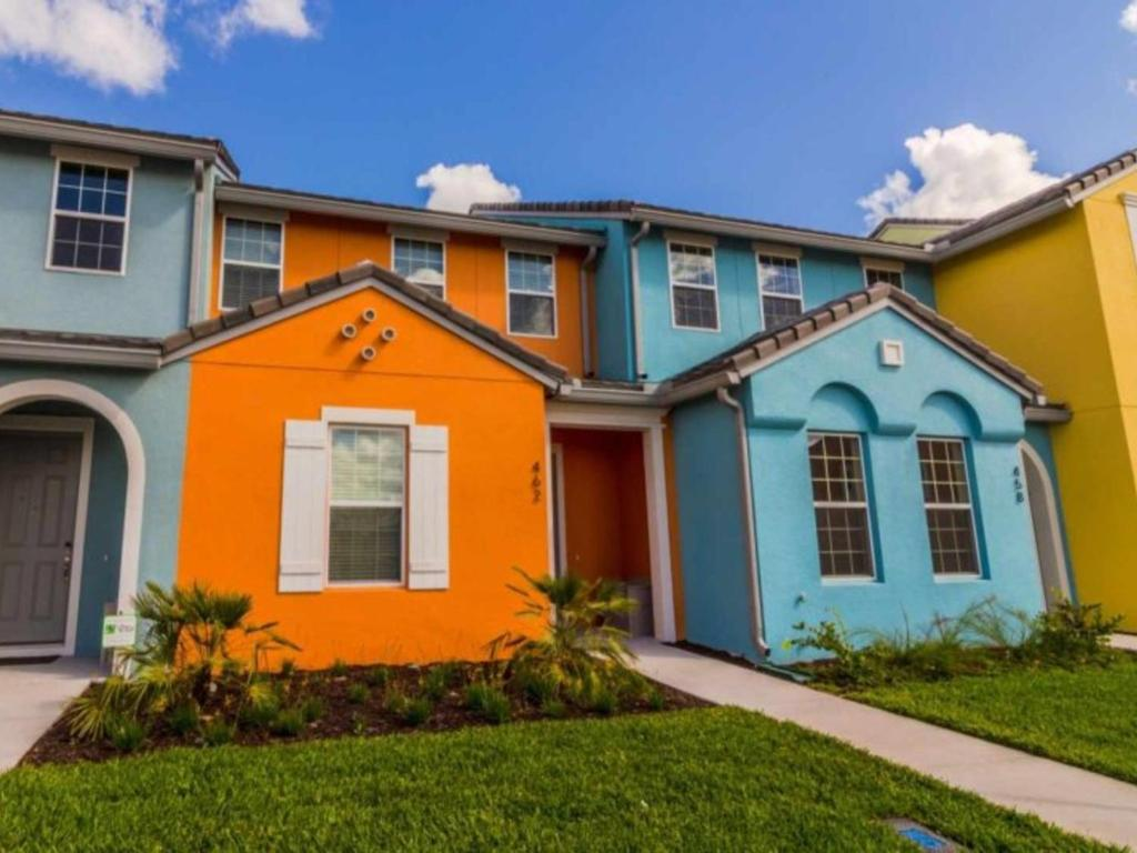 Three bedroom townhome in festival resort orlando fl for 3 bedroom townhomes