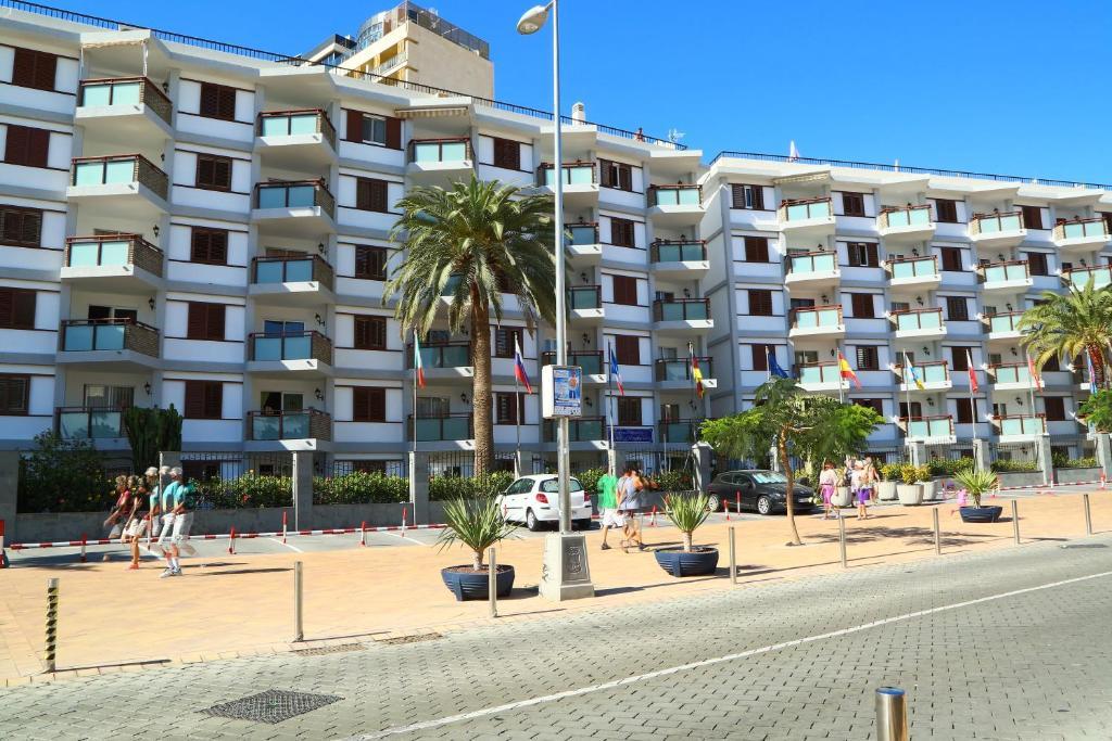 Apartamentos las g ndolas playa del ingles spain - Apartamentos playa del ingles economicos ...